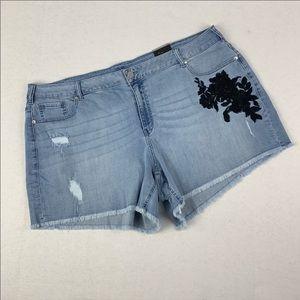 Lane Bryant 24 Black appliqué Girlfriend Shorts